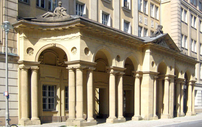Foto: Haupteingang BMJV Berlin Mohrenkolonaden