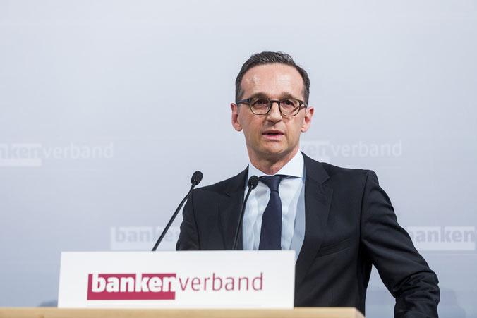Porträt Heiko Maas als Redner beim Bankenverband