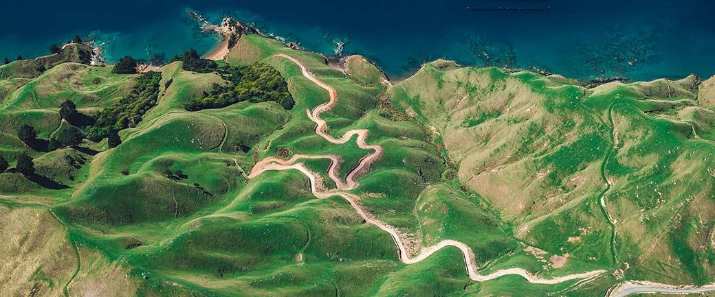 Symbolbild: Foto eines gewundenen Weges zum Meer